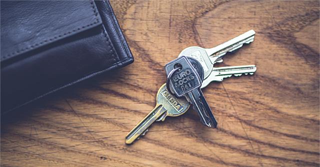 デスクの上の鍵の束