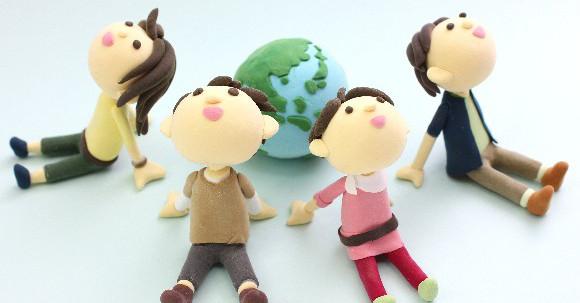 地球を囲む複数の人